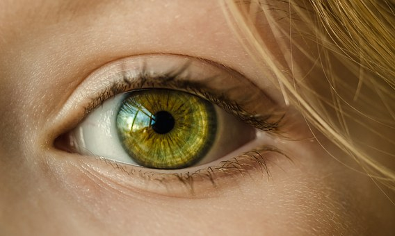 Colirio natural con aceite de coco para ojos secos
