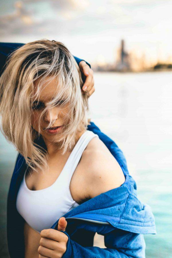 como quitar la grasa del pelo sin lavarlo