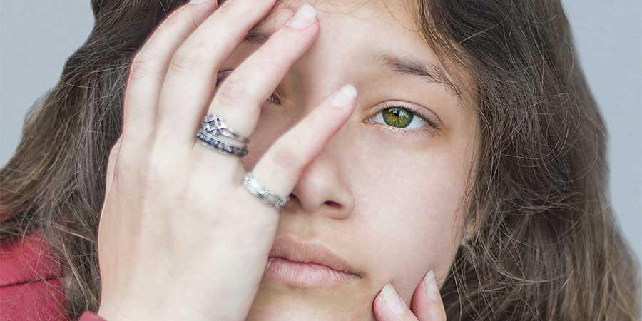 ¿Cómo el aceite de coco calma la conjuntivitis o ojos enrojecidos o irritados?