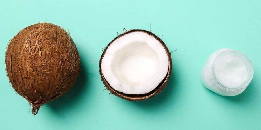 coco y aceite de coco en estado sólido